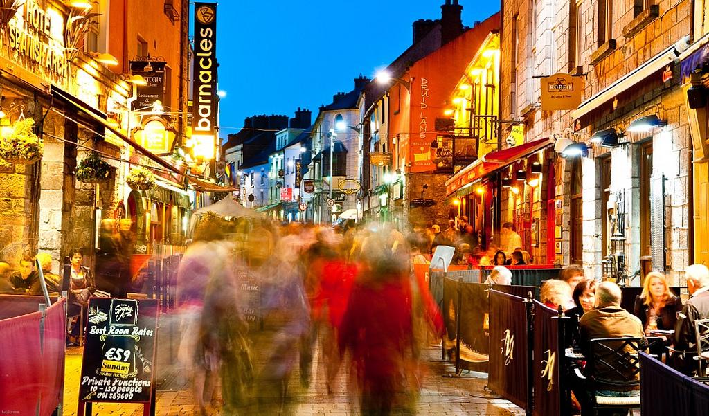 GAY GALWAY GUIDE DIGNITY BAR CLUB HOTEL Meryick Galway City